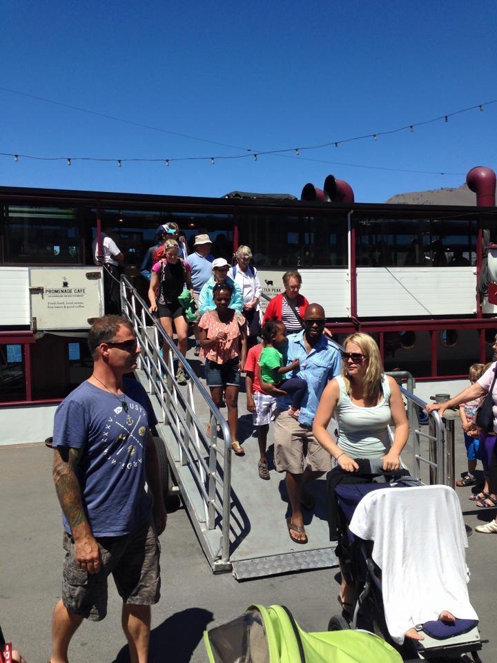 Disembarking The Earnslaw: spot the runner
